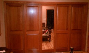 Combination of Colonial Raised Panle and Mirror Sliding Doors