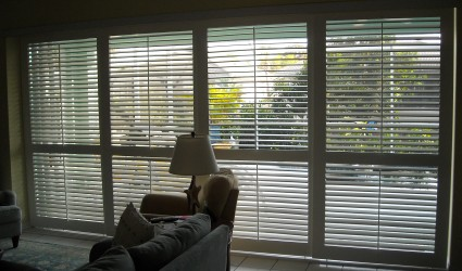 sliding louvered doors to lanai